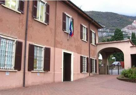 esterno della scuola primaria di Cesana