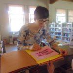 Presentiamo il libro alla bibliotecaria